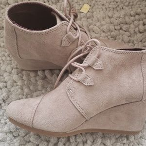 Size 7 toms wedge bootie